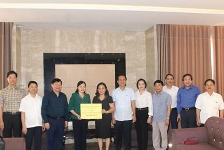 Tỉnh Hưng Yên ủng hộ quỹ 'Vì người nghèo' Quảng Trị 300 triệu đồng