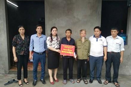 TP.Hà Nội: Ủy ban MTTQ Việt Nam huyện Quốc Oai trao tiền hỗ trợ xây, sửa nhà Đại đoàn kết
