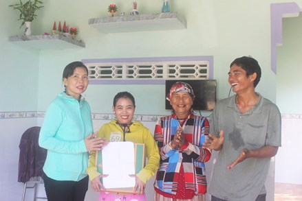 Phú Yên: Bàn giao nhà Đại đoàn kết cho hộ đồng bào dân tộc thiểu số