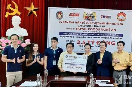 Ủy ban MTTQ Việt Nam tỉnh Nghệ An tiếp nhận 10 ngàn thùng cá hộp ủng hộ người nghèo