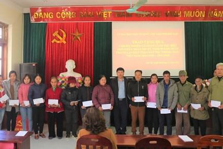 Ủy ban MTTQ Việt Nam tỉnh Bắc Kạn tặng quà cho hộ nghèo có hoàn cảnh đặc biệt khó khăn