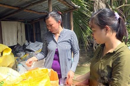 Đổi rác thải nhựa lấy gạo