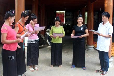 Hỗ trợ phụ nữ nghèo sinh con đúng chính sách dân số