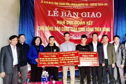Thanh Hóa: Bàn giao Nhà đại đoàn kết cho đồng bào công giáo sinh sống trên sông