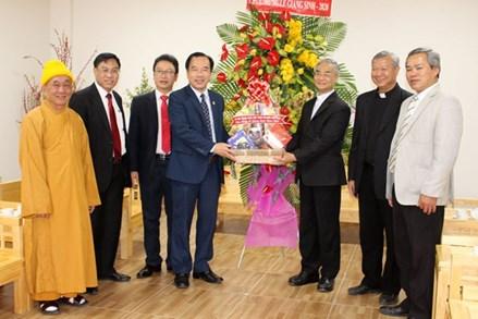 Phó Chủ tịch Ngô Sách Thực thăm Tòa Giám mục Đà Lạt