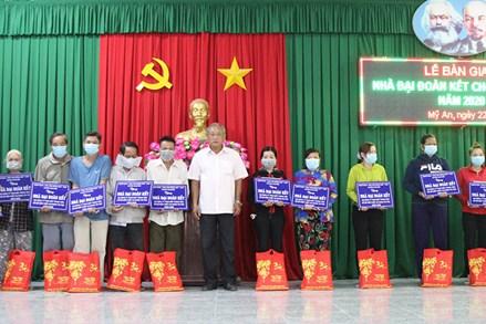 An Giang: Trao 110 căn nhà Đại đoàn kết cho hộ nghèo huyện Chợ Mới