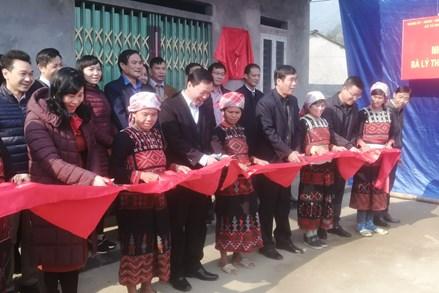 """Lào Cai: Bàn giao nhà """"Đại đoàn kết"""" cho hộ nghèo"""