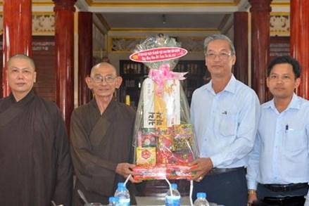 Ủy ban Mặt trận Tổ quốc tỉnh Tiền Giang thăm và chúc tết các cơ sở thờ tự