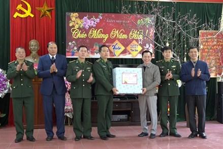 Ủy ban MTTQ tỉnh Cao Bằng tặng quà Tết tại huyện Thạch An