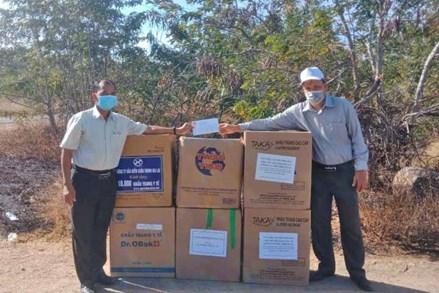 Gia Lai: Trao 88 ngàn khẩu trang cho lực lượng phòng-chống dịch Covid-19