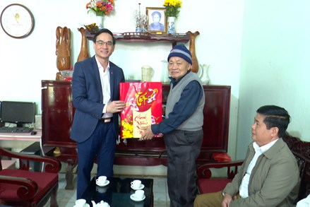 Ủy ban MTTQ tỉnh Phú Thọ: Thăm hỏi già làng, người có uy tín trên địa bàn huyện Thanh Sơn