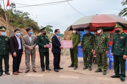 Lãnh đạo Ủy ban MTTQ tỉnh Quảng Ninh thăm, động viên các đơn vị chống dịch tại TP Móng Cái