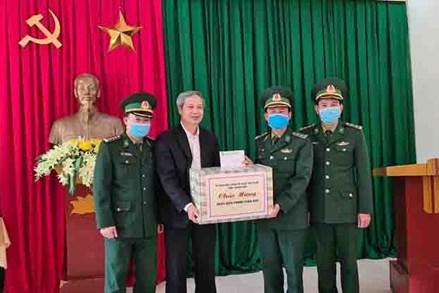 Ủy ban MTTQ tỉnh Thanh Hóa thăm, tặng quà các đồn biên phòng