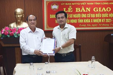 Long An: Bàn giao 126 hồ sơ người ứng cử đại biểu Quốc hội và đại biểu HĐND tỉnh