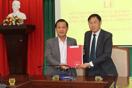 Lâm Đồng: Bàn giao hồ sơ người ứng cử ĐBQH khóa XV và đại biểu HĐND các cấp nhiệm kỳ 2021 – 2026