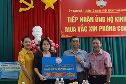 Khánh Hòa tiếp nhận 520 triệu đồng ủng hộ mua vắc xin phòng Covid-19