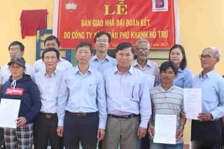 Ủy ban MTTQ Việt Nam tỉnh Ninh Thuận tặng 25 căn nhà Đại đoàn kết cho hộ nghèo, cận nghèo
