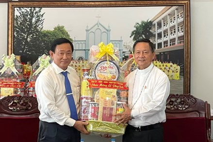 Chủ tịch UBMTTQVN tỉnh An Giang thăm, chúc mừng lễ Phục sinh 2021