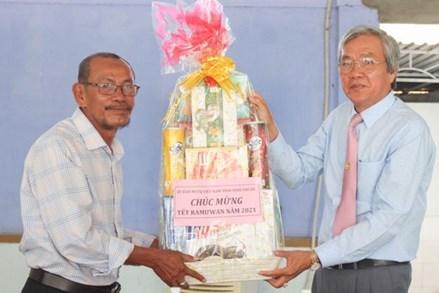 Mặt trận Ninh Thuận thăm, chúc mừng Ramưwan năm 2021