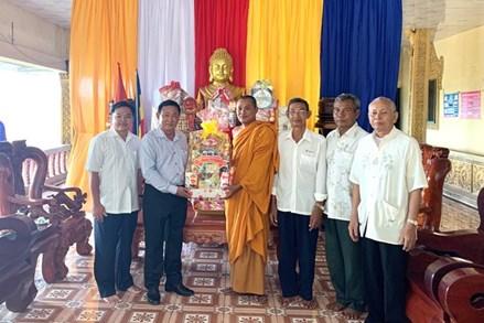 Mặt trận tỉnh An Giang thăm, chúc tết Chol Chnăm Thmây
