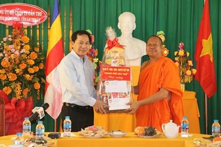 TP Cần Thơ: Lãnh đạo thành phố Cần Thơ thăm, tặng quà chúc mừng Tết Chôl Chnăm Thmây