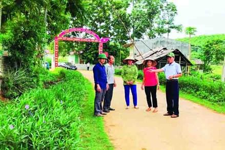 Phát huy vai trò của người có uy tín trong phát triển kinh tế, xây dựng nông thôn mới