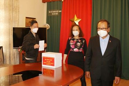 Người Việt tại Séc đồng lòng hướng về quê hương, chống dịch COVID-19
