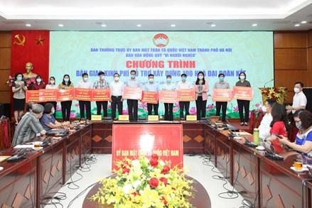 Ủy ban MTTQ TP Hà Nội bàn giao kinh phí hỗ trợ xây dựng 100 nhà Đại đoàn kết