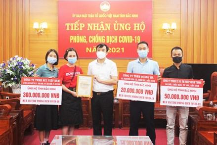 Ủy ban MTTQ tỉnh Bắc Ninh tiếp nhận ủng hộ Quỹ mua vắc xin phòng dịch COVID-19
