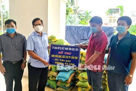 Ủy ban MTTQ Việt Nam tỉnh Bạc Liêu: Hỗ trợ 1 tấn gạo và 200kg cá khô cho sinh viên Bạc Liêu đang học tại TP. Cần Thơ