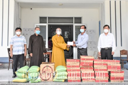 Phật giáo tỉnh Sóc Trăng chung tay hỗ trợ người dân bị ảnh hưởng dịch COVID-19