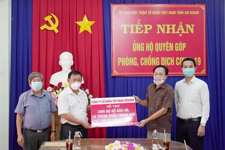 An Giang: Tiếp nhận 1 tấn gạo và vật tư y tế ủng hộ Quỹ Phòng, chống dịch COVID-19