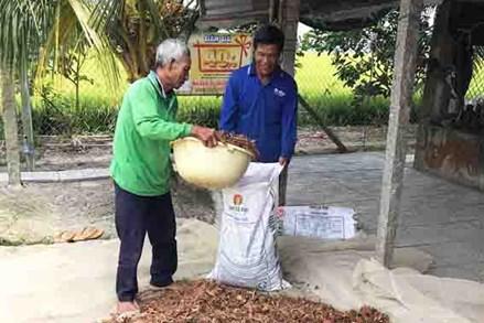 Tín đồ Phật giáo Hòa Hảo xã Mỹ Phú Đông chung tay vì người nghèo