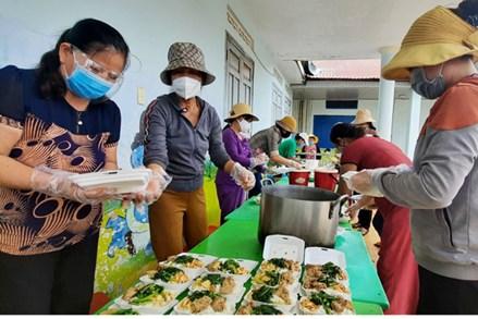 Nghĩa tình giữa mùa dịch vùng dân tộc thiểu số Đắk Lắk