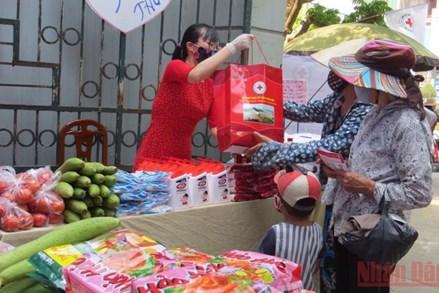 Không để người dân bị thiếu đói, không được hỗ trợ y tế