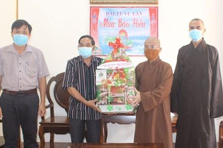 Chủ tịch Ủy ban MTTQ tỉnh Đắk Nông thăm, chúc mừng Đại lễ Vu lan