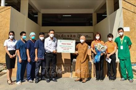 Tăng, ni, phật tử TP Hồ Chí Minh tích cực hỗ trợ công tác phòng, chống dịch