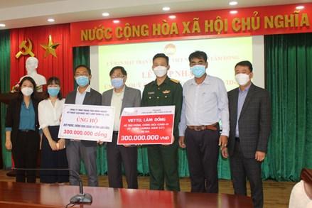 Ủy ban MTTQ tỉnh Lâm Đồng tiếp nhận  ủng hộ Quỹ phòng chống dịch Covid-19
