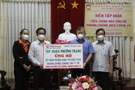 Ủy ban MTTQVN TP Cần Thơ tiếp nhận tiền, vật tư y tế hỗ trợ công tác phòng, chống dịch COVID-19