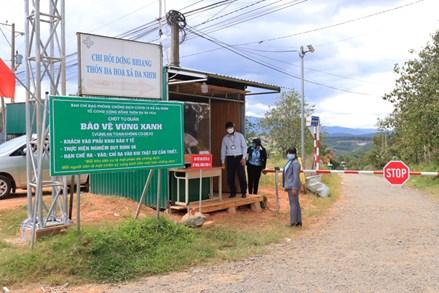 Đồng bào dân tộc thiểu số huyện Lạc Dương quyết tâm bảo vệ ''vùng xanh''