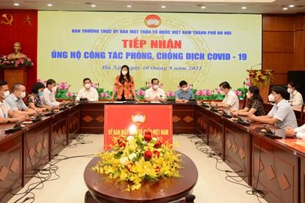 Ủy ban Mặt trận Tổ quốc Việt Nam thành phố Hà Nội tiếp nhận ủng hộ công tác phòng, chống dịch Covid-19.