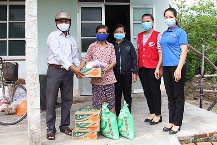 MTTQ xã Tây Thuận chăm lo người dân khó khăn do dịch bệnh