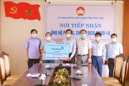 Ủy ban MTTQ tỉnh Phú Thọ đã tiếp nhận tổng số tiền và trang thiết bị y tế ủng hộ phòng chống dịch đạt gần 77 tỷ đồng