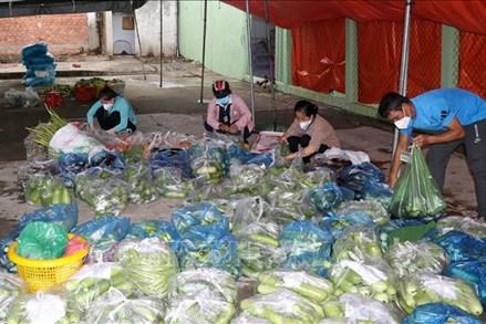 MTTQ tỉnh Tiền Giang hỗ trợ người dân gặp khó khăn do đại dịch COVID-19