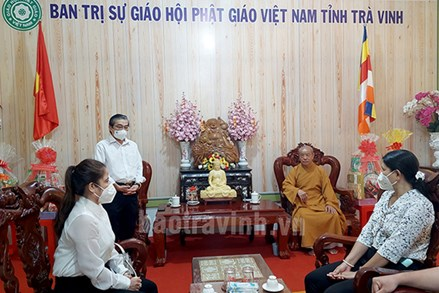 Chủ tịch UBMTTQ Việt Nam tỉnh Trà Vinh thăm các cơ sở tôn giáo