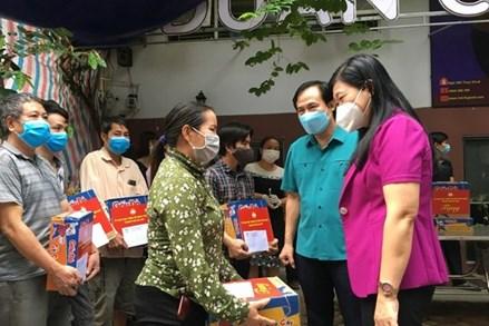Hỗ trợ người nghèo vượt qua dịch bệnh