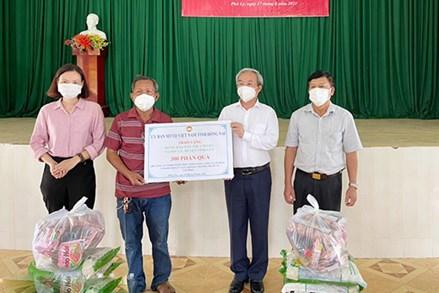 Đồng Nai: Tiếp tục tặng quà hỗ trợ người dân vượt qua khó khăn vì dịch bệnh