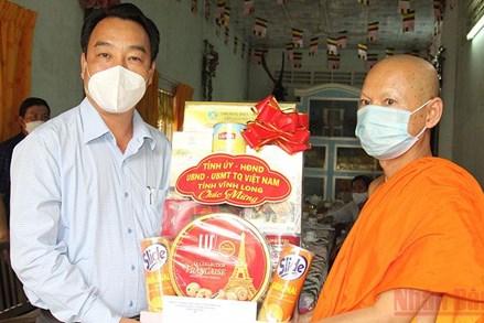 Lãnh đạo tỉnh Vĩnh Long, Cà Mau chúc mừng lễ Sene Dolta của đồng bào dân tộc Khmer