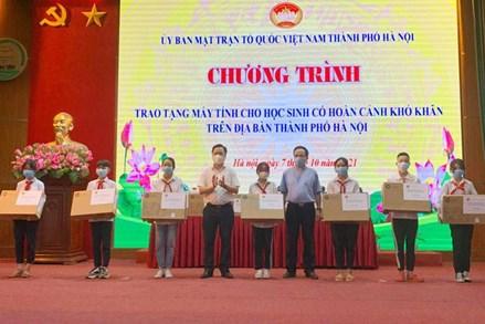 Hà Nội: Hơn 2 tỷ và 4.167 thiết bị học trực tuyến cho học sinh hoàn cảnh khó khăn