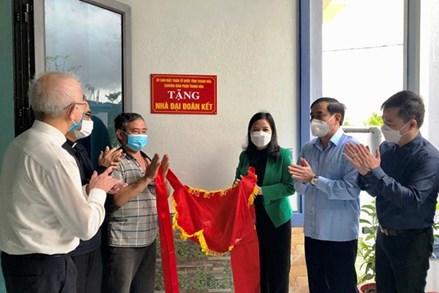 Ủy ban MTTQ tỉnh Thanh Hóa trao nhà đại đoàn kết cho giáo dân sinh sống tại giáo xứ Yên Khánh